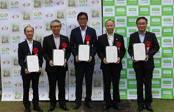 NPO法人伊那里イーラ 桃沢理事長(左から3番目)、コープながの 太田理事長(左から4番目)